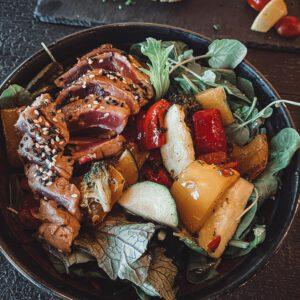 Gesunde Bowl im Restaurant auf der Burg Blankenstein